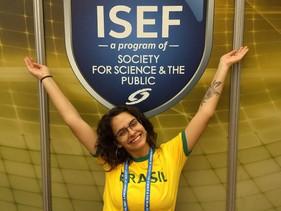 Brasileira de 18 anos vence concurso mundial de jovens cientistas com projeto inovador, e vai virar