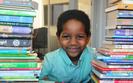 Garoto de 6 anos arrecada mais de 600 livros para ajudar criancas de rua