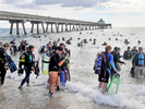 Mergulhadores retiram 1,5 tonelada de lixo do mar e quebram recorde mundial do Guinness