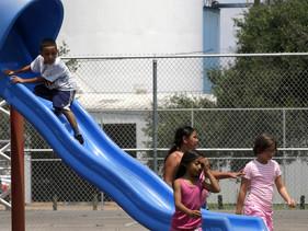Crianças e adolescentes estão tentando tornar um dos bairros mais poluídos de Los Angeles em uma com