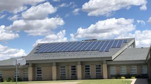 Prefeitura de SP vai implantar energia solar em 775 escolas e 80 UBS
