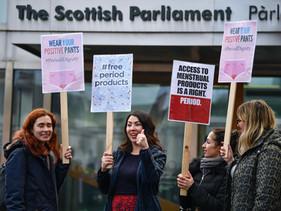 Escócia se torna primeiro país do mundo a oferecer absorventes e tampões de graça