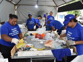 Lixo recolhido no carnaval de rua deve ser transformado em lixeiras sustentáveis em cinco capitais b