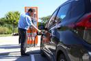 Prefeito de Curitiba determina que carros elétricos não precisam pagar Zona Azul