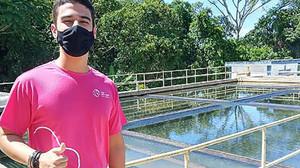 Brasileiro de 16 anos ganha prêmio internacional por sistema que filtra microplásticos