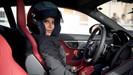 Mulher saudita é convidada pela Renault para dirigir carro de Fórmula 1 como marco do fim da proibiç