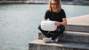 Italiano cria dispositivo adaptável a qualquer barco que retira os microplásticos do oceano