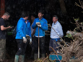 Rafael Nadal ajuda na limpeza e oferece teto aos desabrigados após enchentes na Espanha