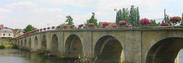 Pont Ville de Descartes.jpg