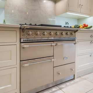Shaker kitchen with range cooker
