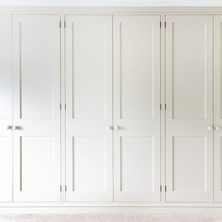 Fitted whit wardrobes