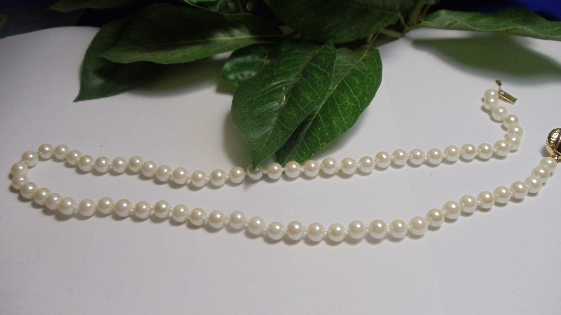 White Pearl Necklace from the '40's