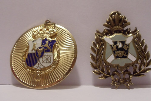 Pendants of Gold with Crest COA