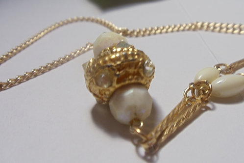 Necklace Vintage Gold and Pearls Make Great Combination