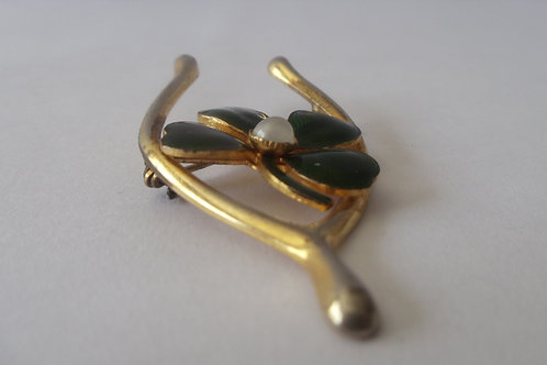 Pin Vintage Green Four Leaf Clover on Gold Wishbone