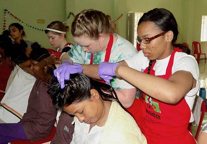 Samantha, Hannah Gracey lice tx Kolkata.