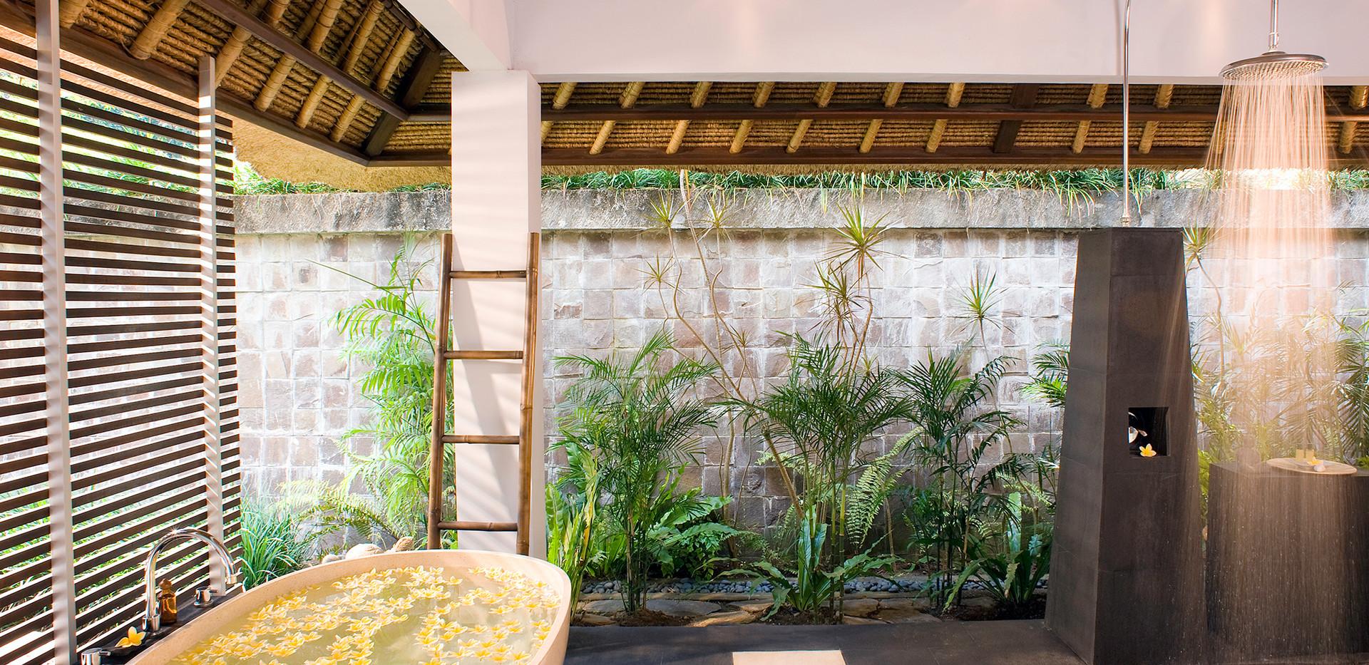 11-Villa Maya Retreat - Master bathroom.