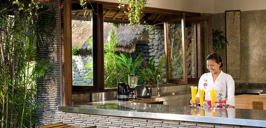 06-Villa Maya Retreat - Kitchen and bar