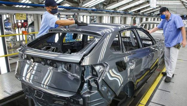 Brasil aumenta perdas de produção por falta de chips para 279 mil veículos
