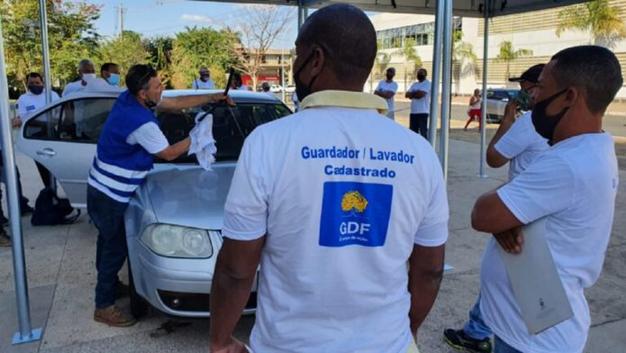 GDF certifica e cadastra guardadores e lavadores de carros