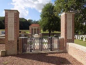 Carnoy-Military-Cemetery_2015-(2).JPG