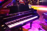 ステージとピアノ