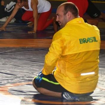 Foto-03-Atletas-realizam-atividades-práticas-da-Luta-Olímpica - Cópia