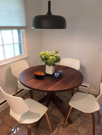 Round walnut pedestal Table