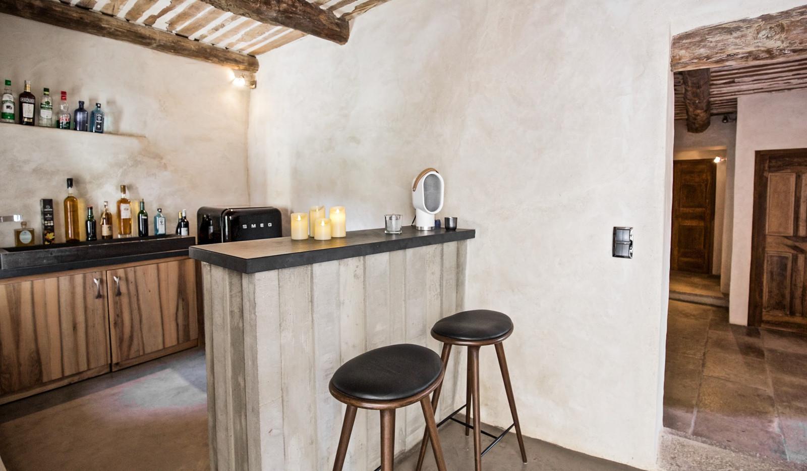 Provence-Mas de Combres bar_46.jpg