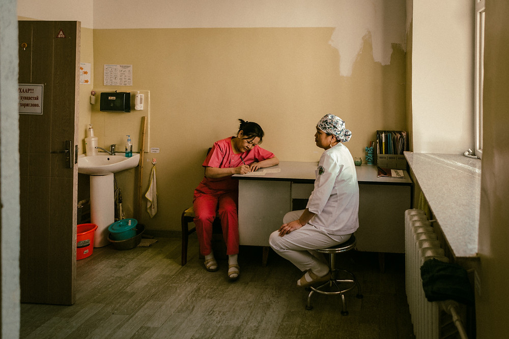 A doctor confers with her colleague during work at the secondary level district hospital outside of Ulaanbaatar Post Communistic Medical Service in Mongolia. Secondary level district hospital. © 2017 www.martinvogt.ch