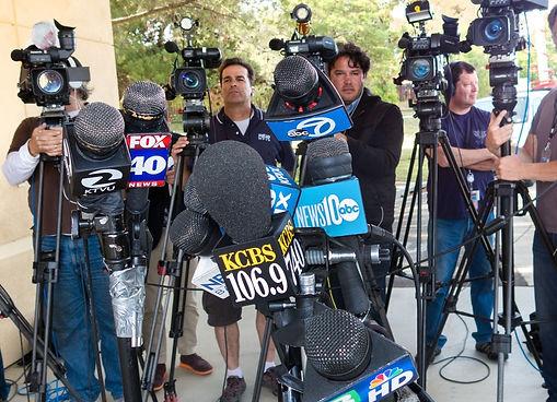 GM in the Press News Mics and Cameramen