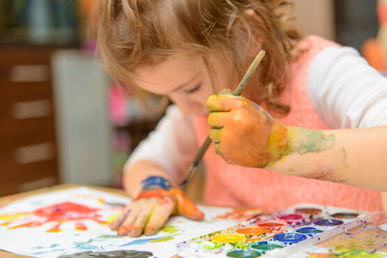 child-play-therapy-image-girl-painting.j