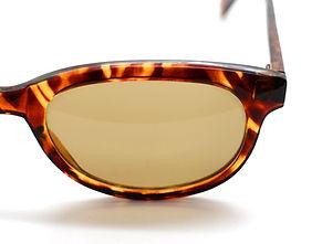 眼鏡ノ奥山のセルロイドメガネと量産品のアセテートメガネの対比画像