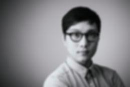 眼鏡ノ奥山の大きいサイズメガネのコンテンツで使用する、サイズの合っているメガネの男性画像