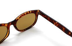 眼鏡ノ奥山のセルロイドメガネのカシメ丁番と量産品アセテートメガネフレームの丁番対比画像