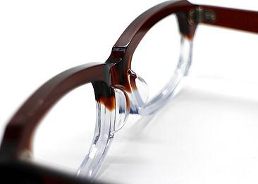 眼鏡ノ奥山の大きいサイズメガネのアセテートメガネフレームとの違いを伝えるためのメガネ画像