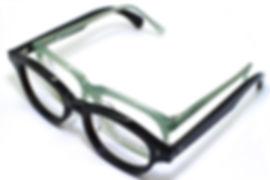 眼鏡ノ奥山が制作する大きいサイズのメガネと男女兼用サイズのアセテートメガネの対比画像