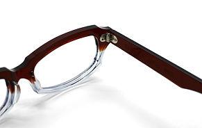 眼鏡ノ奥山のセルロイドメガネフレームと量産品のアセテートメガネフレームの対比画像