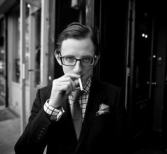 眼鏡ノ奥山の大きいサイズメガネのコンテンツで使用する、サイズの合っていないメガネの男性画像