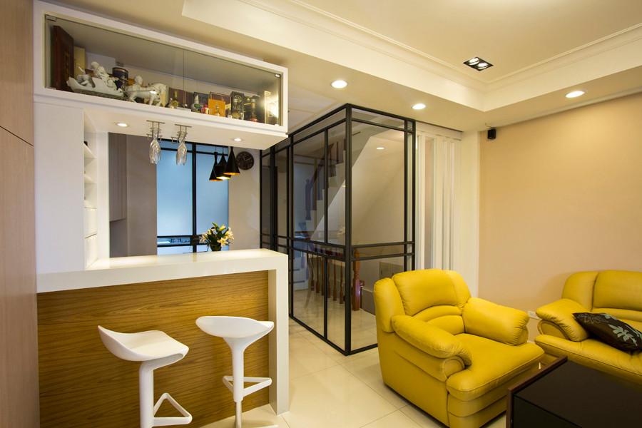 樓梯-鐵框玻璃門