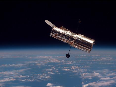 27 Años Observando el Universo: HUBBLE