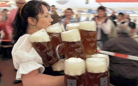 Barmaid_beer_1110644c.jpg
