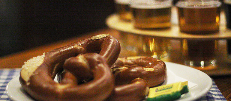 octoberfest-pub-pretzel-and-beer-sample2
