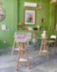 L'atelier est ouvert toute l'année est regroupe des élèves pour le stage de poterie