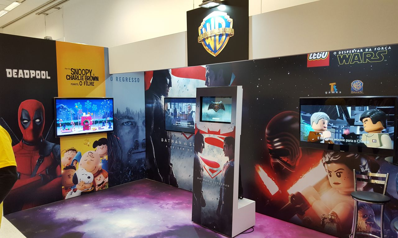 Totem Touch Screen Warner Bros