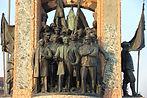 Taksim-Cumhuriyet-Anıtı-2.jpg