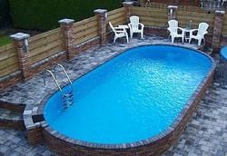 Pomaz Pool in terras ingewerkt