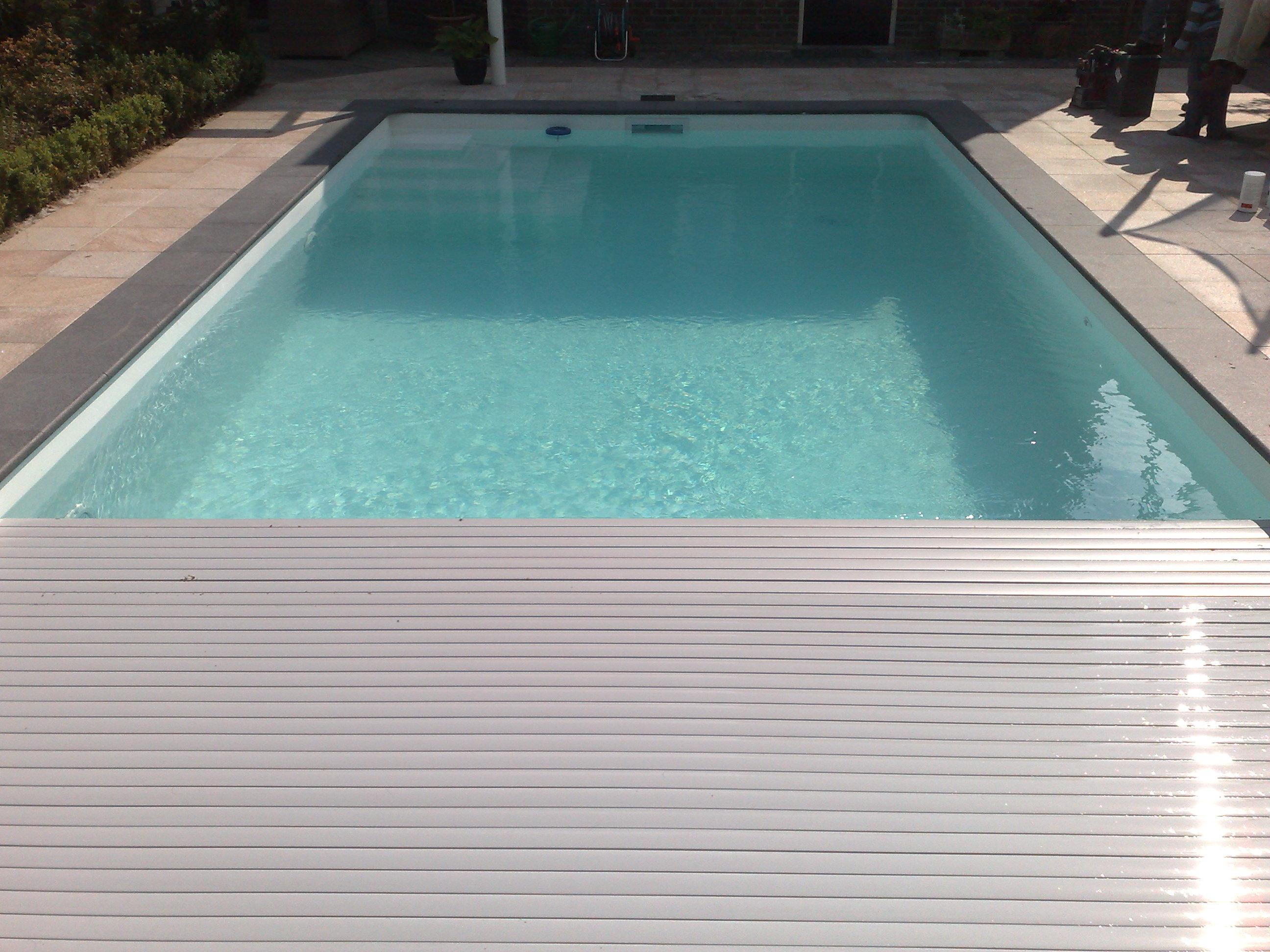 Foliebad met grijze lamellen
