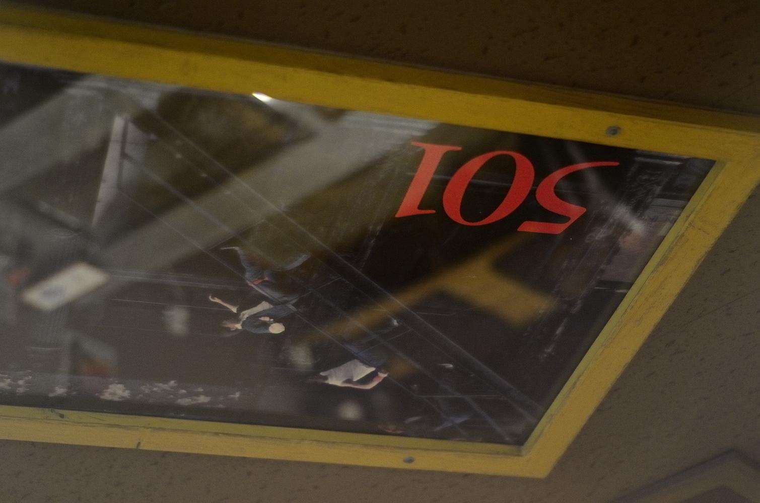 天井のポスター