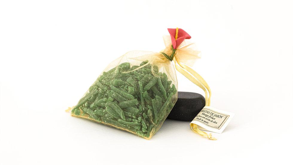 Shavings of fresh moss soap (35 g)